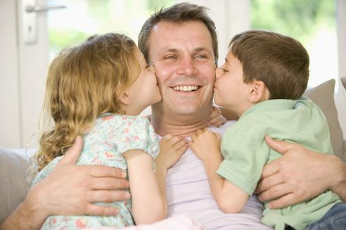 8.- papa con hijos.[1]