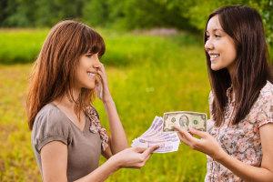 11735a-evitar-problemas-prestar-dinero-familiar-amigos